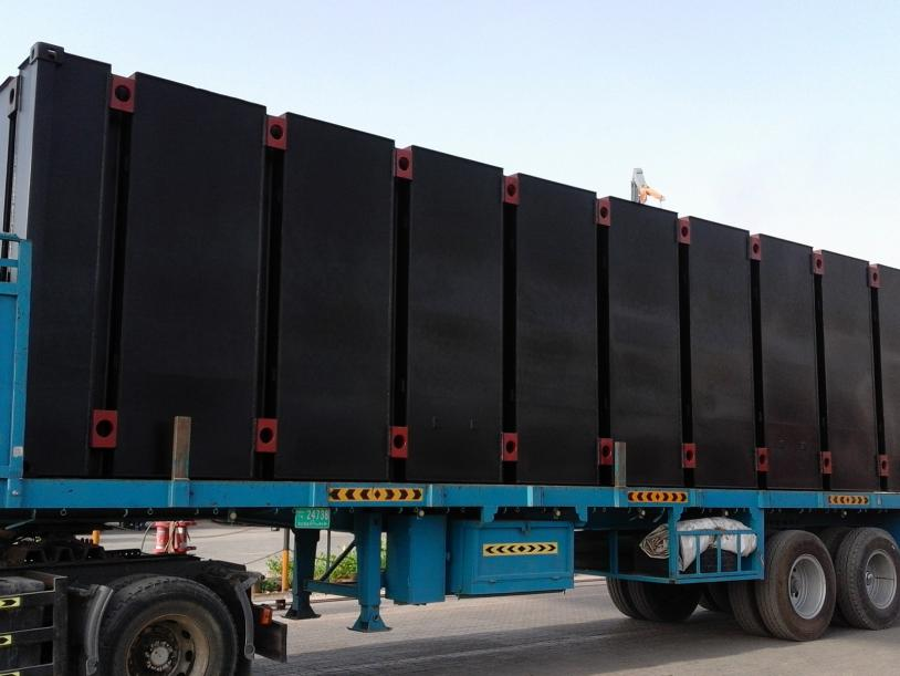 Twist lock interface between pontoon and truck aids transportation.