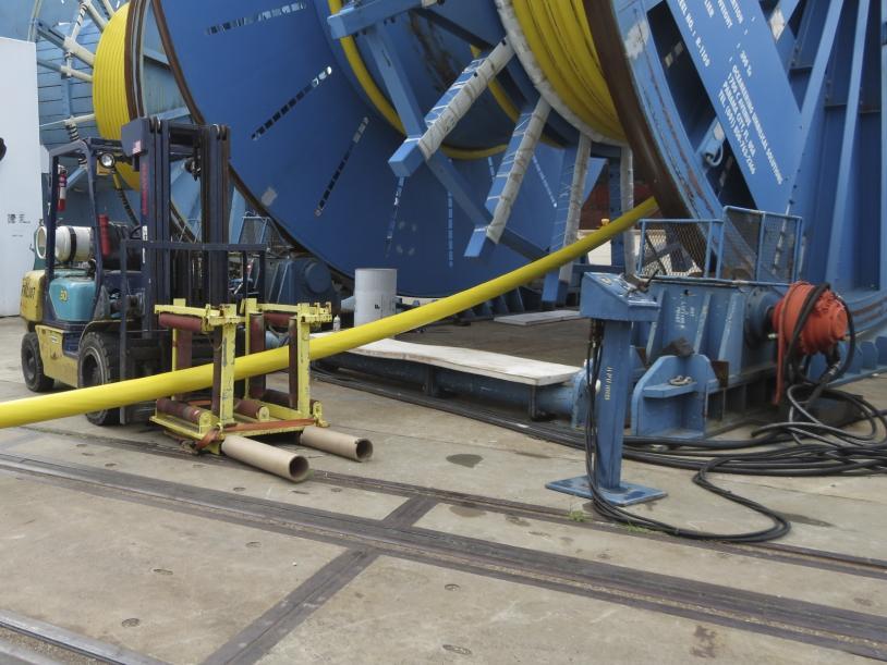 Under roller assembly for vessel load.